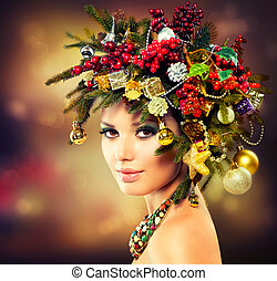 Beautiful Christmas Tree Holiday Hairstyle and Makeup