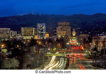 Beautiful city of Boise Idaho Capital boulevard - Headlighs...