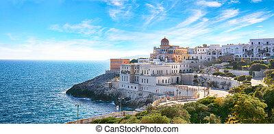 Beautiful coastal town in Santa Cesarea Terme in Salento ...