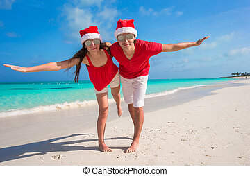 3a5726d7 Sea stars couple in sunglasses and santa hats at beach. Sea stars ...