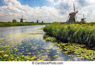 Beautiful dutch windmill landscape at Kinderdijk in the Netherlands