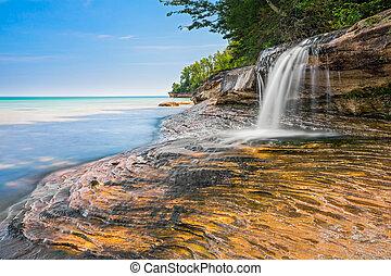 Beautiful Elliot Falls - Elliot Falls is a small but...