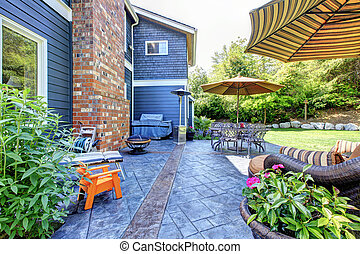Beautiful exterior room on the back yard of the blue house...