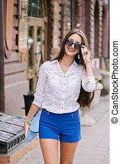 Beautiful fashion woman in the city
