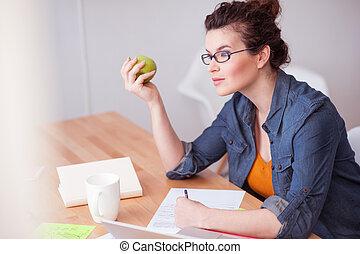 Beautiful female freelancer has a lot of work - I need an...