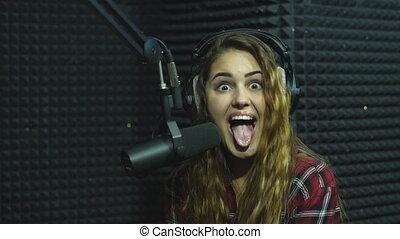 beautiful girl dj radio hamming sing song