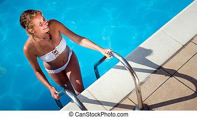 Beautiful girl enjoying summer vacation