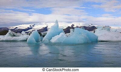 Beautiful glacial lake Jokulsarlon in Iceland - Stunning...