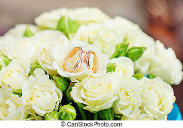 Beautiful gold rings on a wedding bouquet