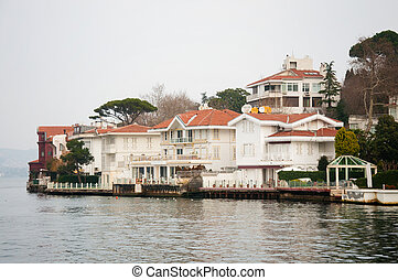 house - beautiful house on the banks of the Bosphorus in...