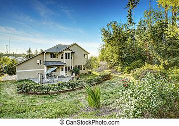 Beautiful house with backyard garden.