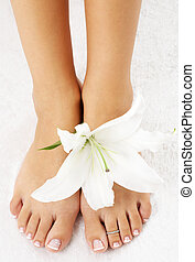 feet with madonna lily - beautiful lady feet with madonna ...