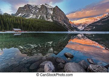 Beautiful Lake Louise Scenic