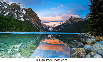 Beautiful Lake Louise Scenic