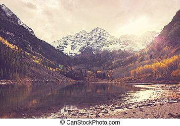 Maroon lake - Beautiful Maroon lake in autumn season