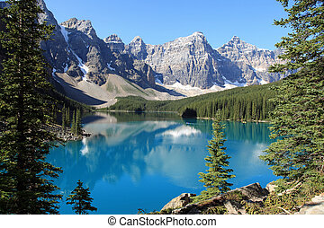 Beautiful Moraine Lake in the Banff National Park in...