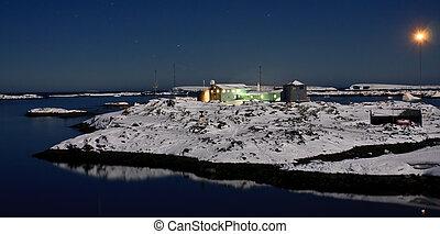 Beautiful night in Antarctica