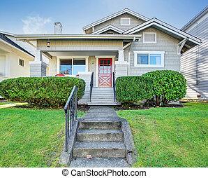 Beautiful northwest house with walkway. - Beautiful...