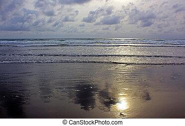 Beautiful Ocean at Evening - Reflection of Sun