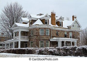 Beautiful old stone mansion - Beautiful old stone three...