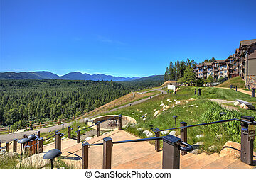 Beautiful open valley with Cascade mountains and pine trees ...