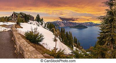 Beautiful Panorama of Crater Lake - Panoramic View of Crater...