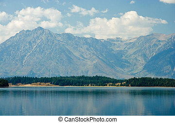 Yellowstone Lake - Beautiful scene of Yellowstone Lake and ...