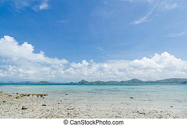 Beautiful sea and blue sky in summer at sattahip chonburi thailand