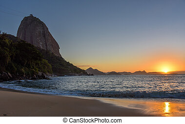 Beautiful sunrise at Praia Vermelha and the Sugarloaf Mountain