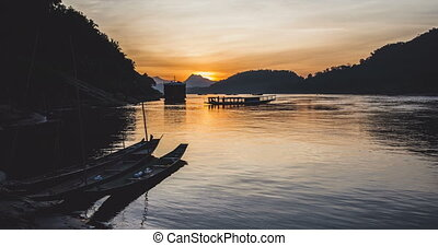 Beautiful sunset on the Mekong river timelapse. Luang ...
