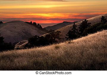 beautiful sunset over california valleys