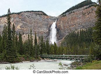 Beautiful Takakkaw Falls