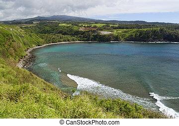 Beautiful Tropical Bay - Horseshoe shaped Honolua Bay on...