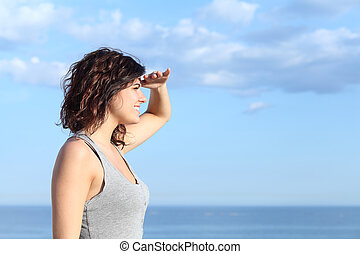 Beautiful woman looking forward with the hand in forehead