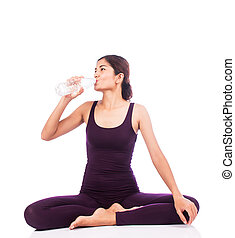 beautiful women drinking water after exerdcise