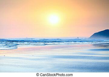 Beautiful yellow orange sunset on ocean beach. - Beautiful ...