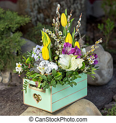 Beautifull bouqet in the wooden box