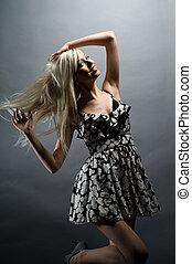 beautifull, fiatal, szőke, woman táncol