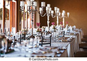 beautifully, 飾られる, テーブル, ∥で∥, candelabra, ∥において∥, 結婚式 受信, 選択的な 焦点