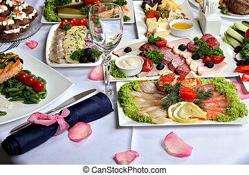 beautifully, decorato, tavola, con, carne, e, fish, specialties.