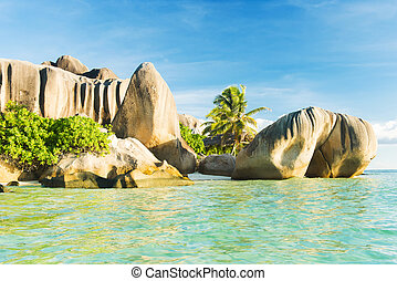 Anse Source d'Argent - Beautifully shaped granite boulders...