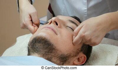 beauty, krijgen, concept., gezicht, cosmetologist, salon., masseren, man