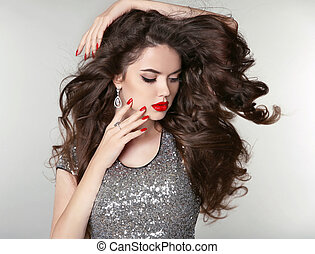 Beauty Makeup. Healthy Long Hair. Beautiful brunette girl with brown curly hair, wavy hairstyle. Manicured nails. Fashion attractive young woman.