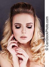Beauty Portrait of Pretty Woman Fashion Model