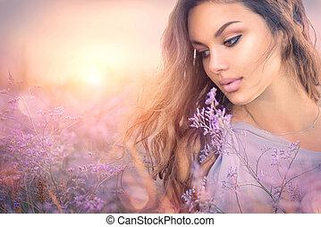 beauty, romantische, meisje, portrait., mooie vrouw, het genieten van, natuur, op, ondergaande zon