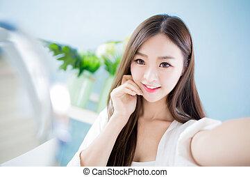 beauty take a selfie