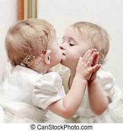 bebé, besar, espejo