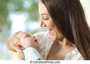 bebé, feliz, tenencia, ella, madre