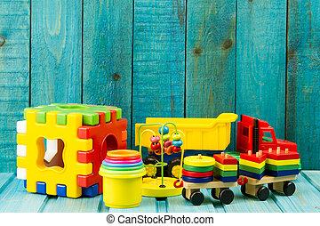 bebé, juguetes, en, turquesa, de madera, plano de fondo