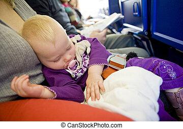 bebé, niña, sueño, en, avión